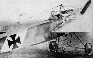 Late production Fokker E.1 54~15 work number 305 flown by Ernst Udet (0354-25)